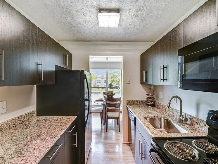 Fully Equipped Kitchen at Carriage Hill Apartment Homes, Hamilton, Ohio