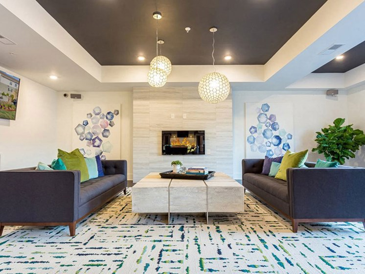 Resident Lounge With Modern Decor at Creekside at Greenlawn Apartments in Columbia, SC