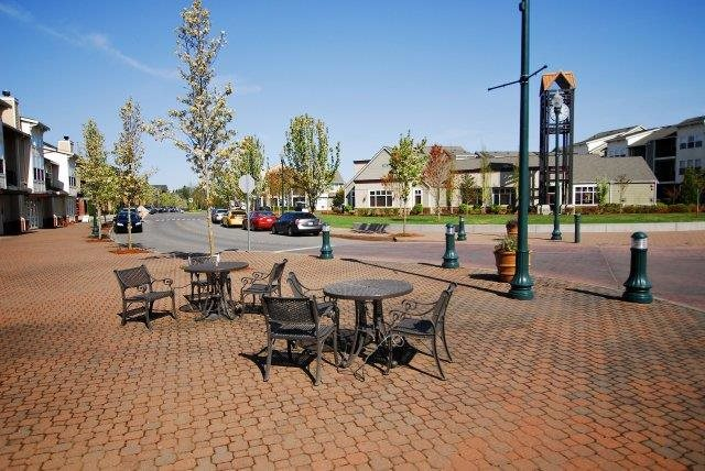 Outdoor Dining at Bella Terra Apartments, Mukilteo, WA,98275