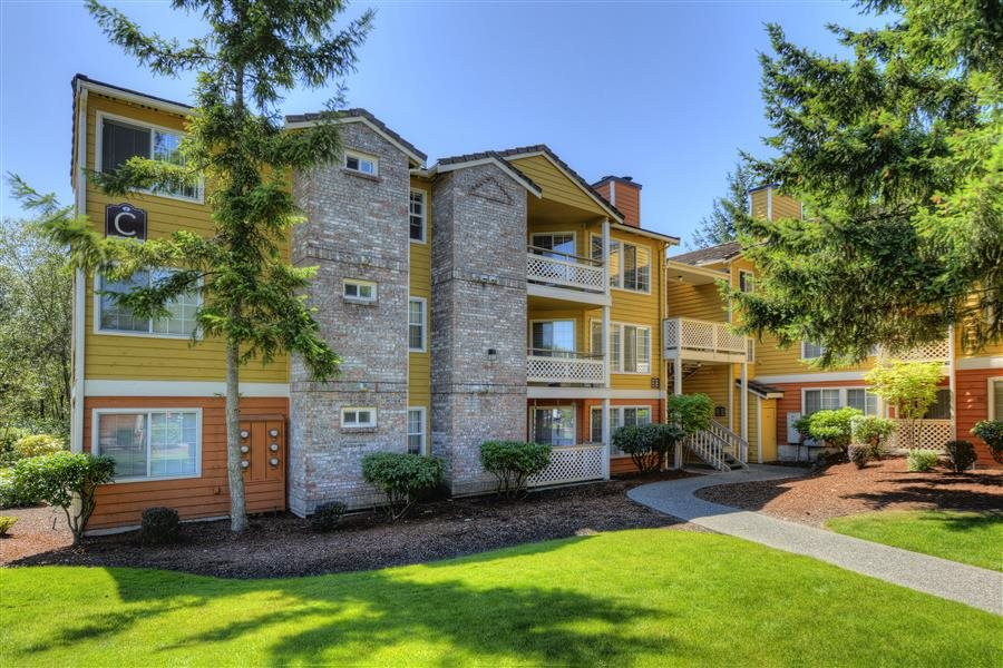 Lush landscaping at Heronfield Apartments, Kirkland, WA,98034