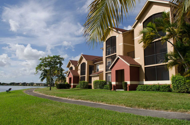 the landings at pembroke lakes apartments, 10650 washington st