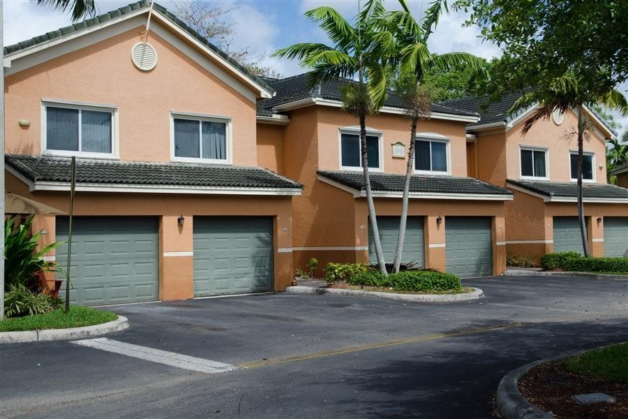 Attached & Detached Garages at New River Cove Apartments, FL 33312