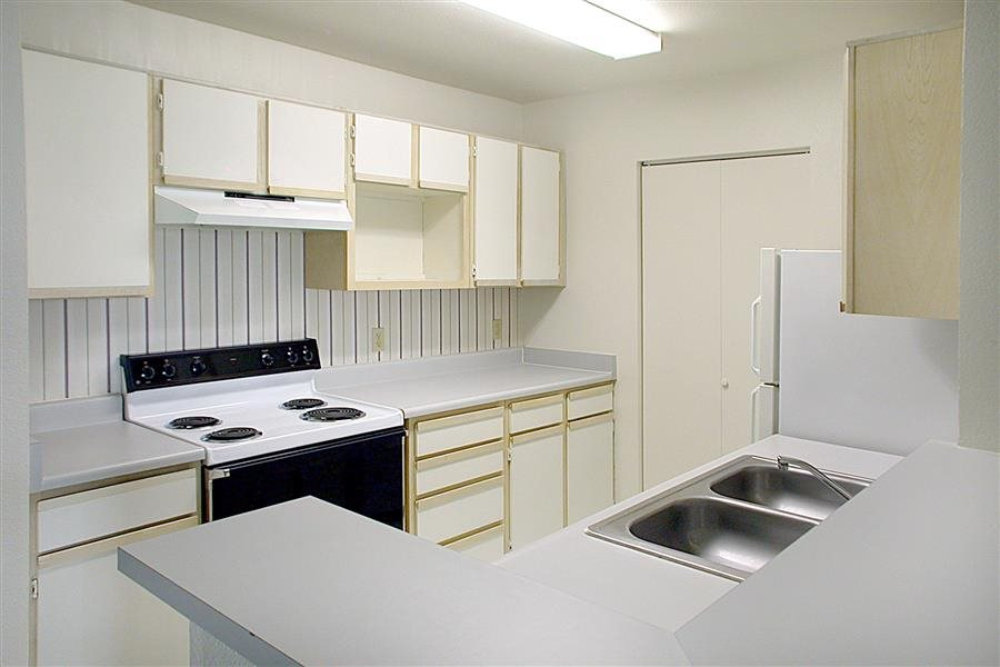 Fully equipped kitchen at Huntington Park Apartments, Everett, WA,98208
