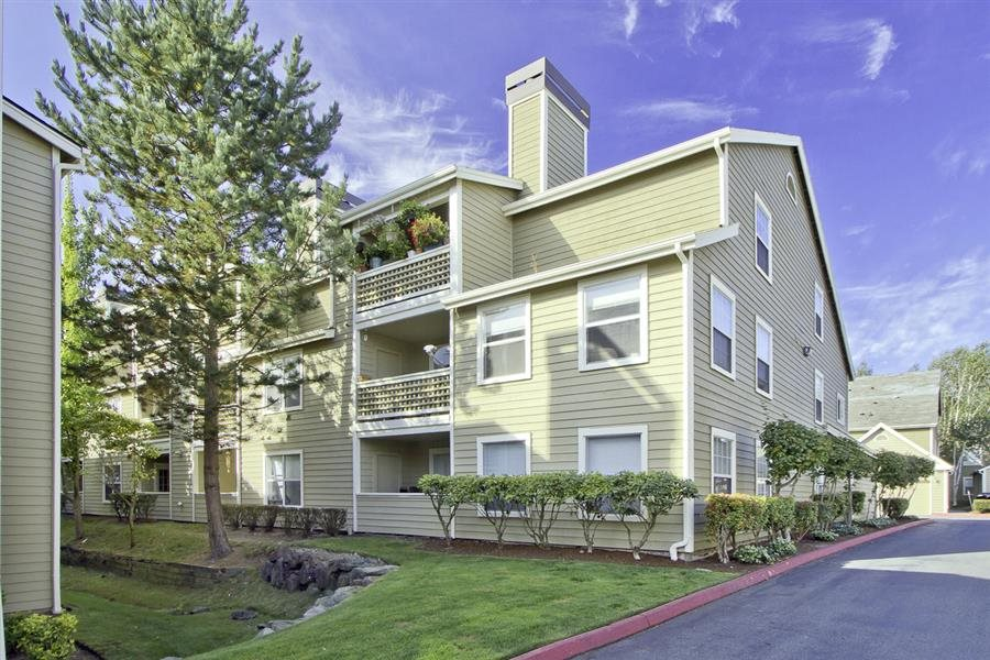 Exterior of building, 3 story at Huntington Park Apartments, Everett, WA,98208
