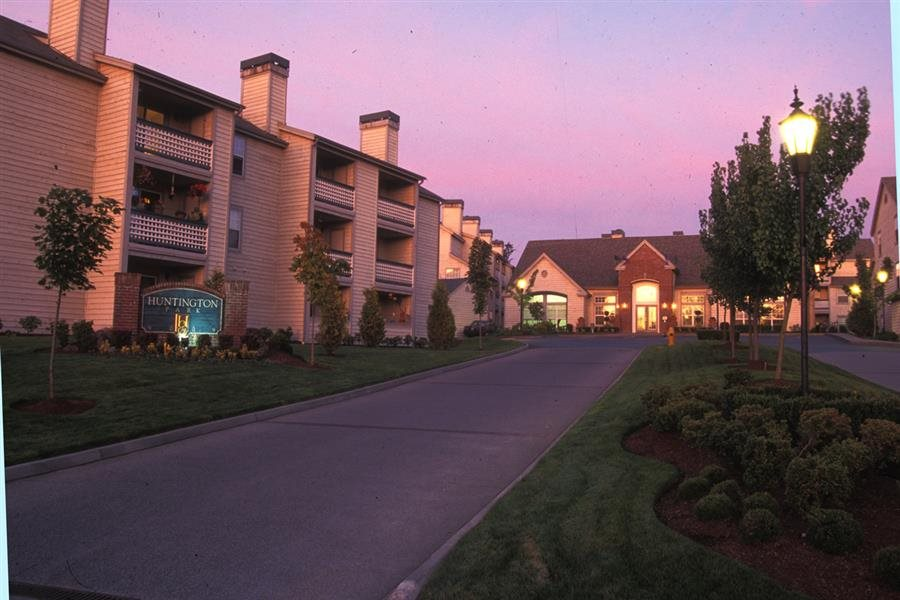 Beautiful landscaping at Huntington Park Apartments, Everett, WA,98208