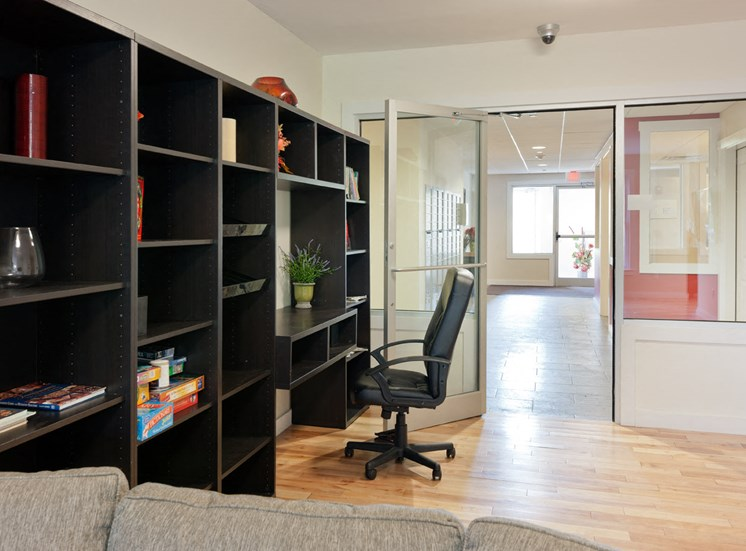 Built-in Desk and Shelving at Park87, Cambridge, MA 02138