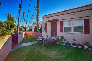 812-814 Venice Blvd. / 2301-2305.5 Oakwood Studio-1 Bed Apartment for Rent Photo Gallery 1