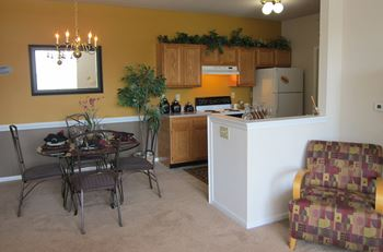 1700 Charleston Ct. 1-3 Beds Apartment for Rent Photo Gallery 1