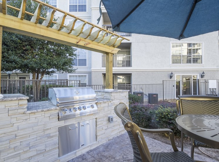 Outdoor Lounge at The Stratford Apartments in Sandy Springs, GA