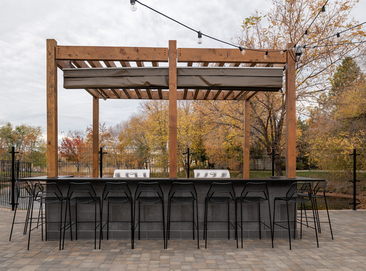 Gazebo With Multiple Built-In Stainless Barbecue Grills at Edgewater Apartments, Boise, 83703
