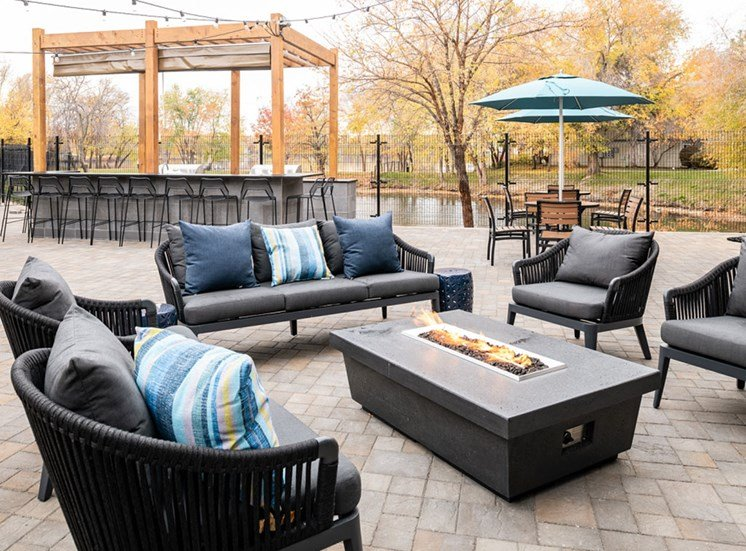 Spacious, Landscaped Patio and Private Courtyard at Edgewater Apartments, Boise