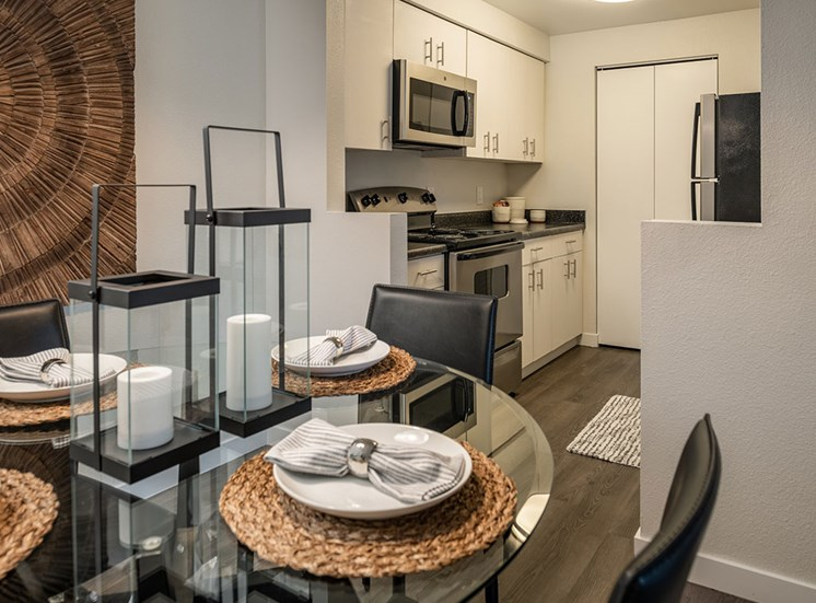 Fully Equipped Kitchens And Dining at Edgewater Apartments, Boise, 83703