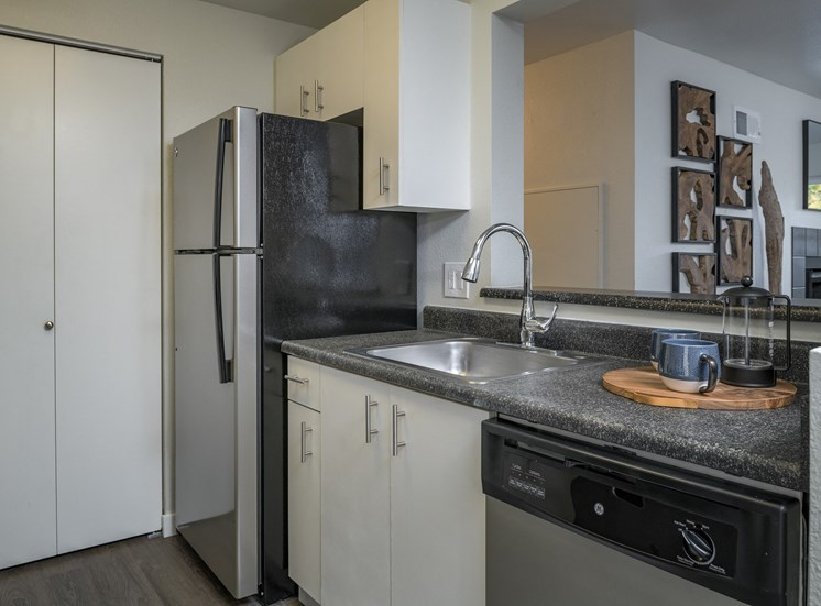 Granite Counter Tops In Kitchen at Edgewater Apartments, Boise, Idaho
