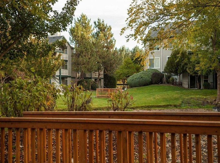 Courtyard With Green Space at Edgewater Apartments, Boise