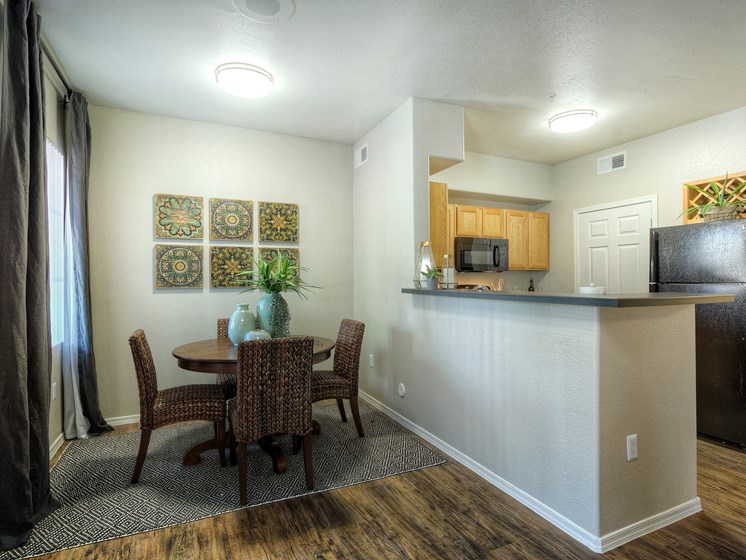 Crystal-Springs-Apartments-Avondale-AZ-One-Bedroom-Dining-Area
