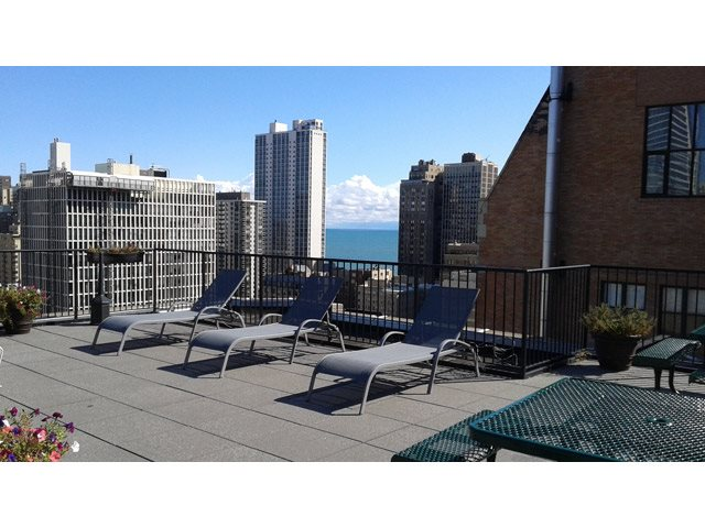 Rooftop Sundeck at 14 West Elm Apartments, Chicago, IL