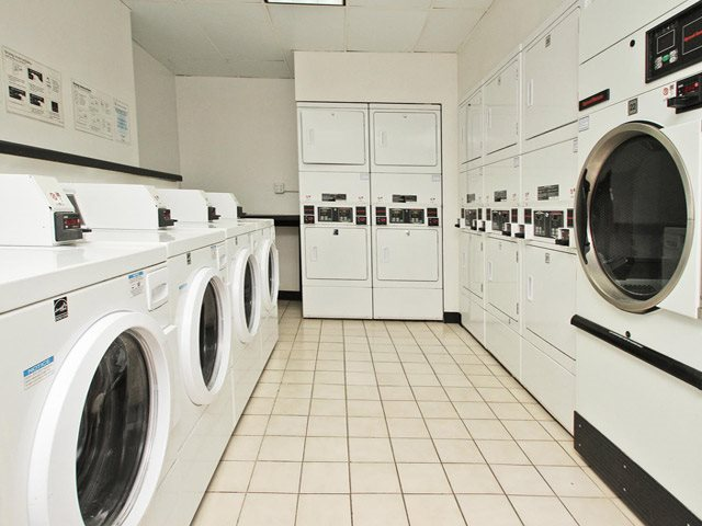 Laundry Facilities at 14 West Elm Apartments, Illinois