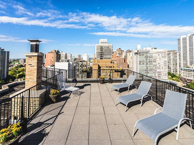 Sundeck with Beautiful City View at 14 West Elm Apartments, Chicago, IL, 60610