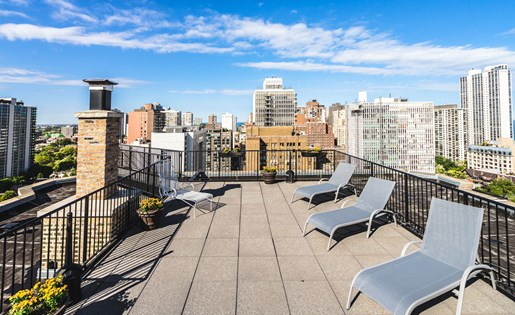 Rooftop Sundeck and BBQ at 14 West Elm Apartments, Chicago, IL 60610