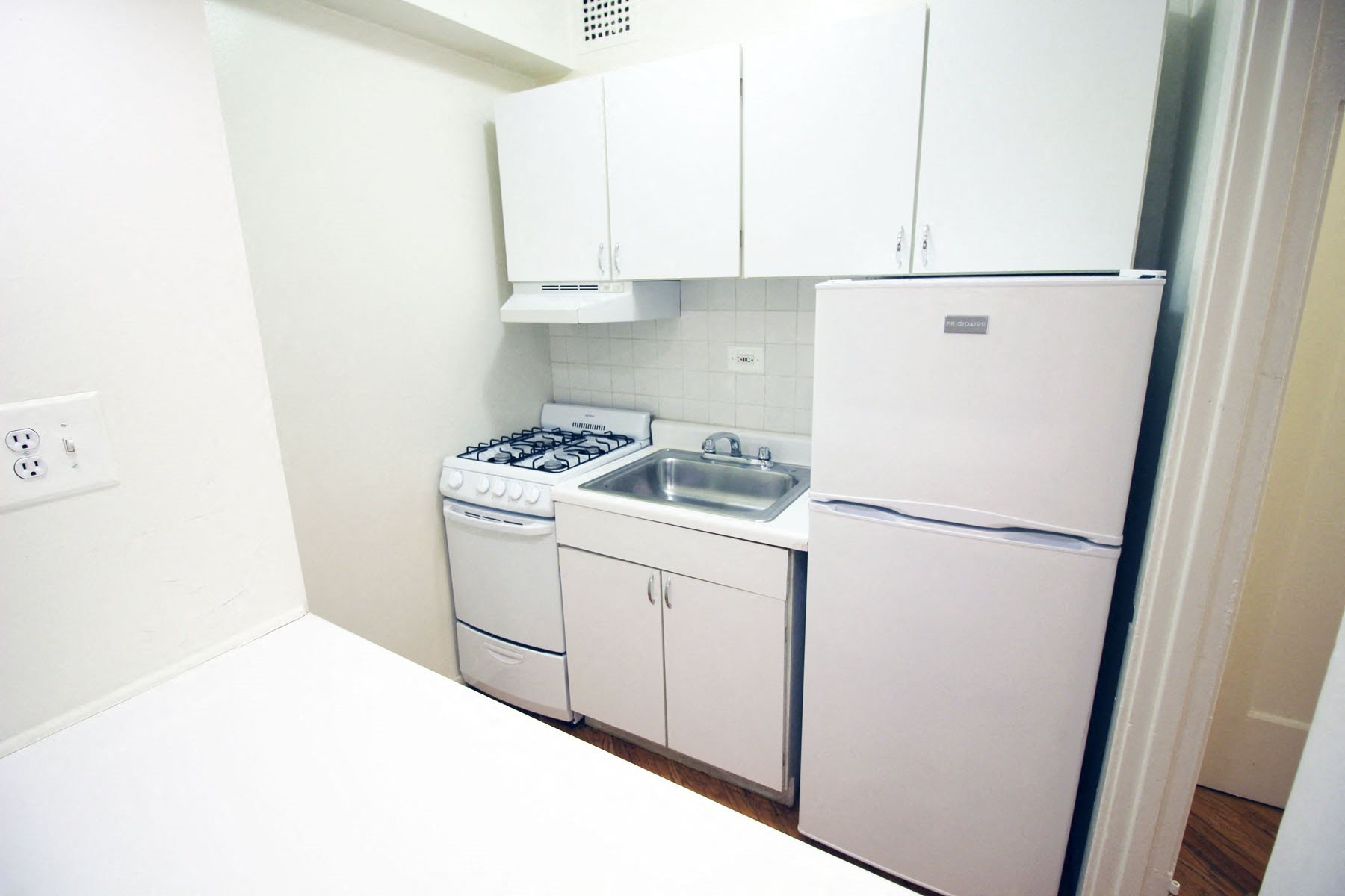 Refrigerator with Ice Maker at 14 West Elm Apartments, Chicago,Illinois