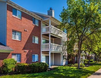 4401 Eagle Creek Parkway 1-2 Beds Apartment for Rent Photo Gallery 1