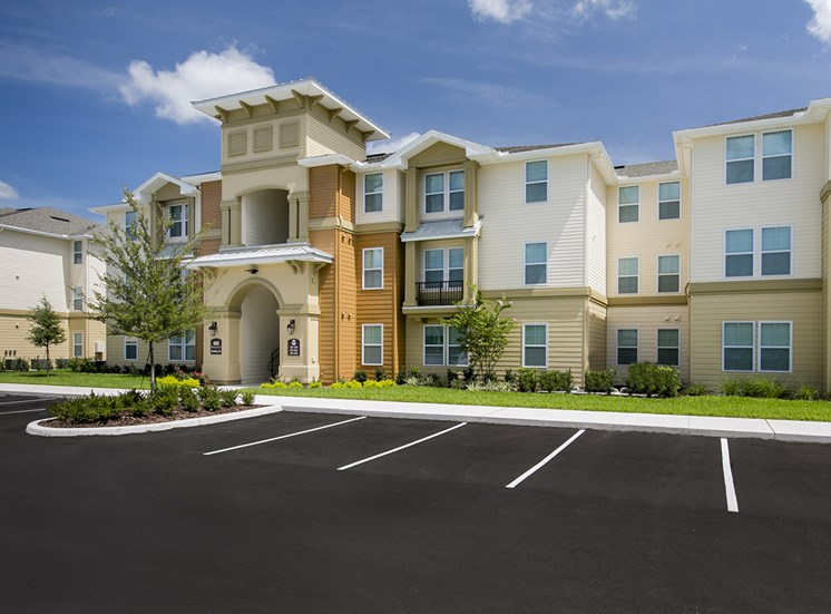 Osceola Pointe Apartments for rent in Kissimmee, FL. Make this community your new home or visit other Concord Rents communities at ConcordRents.com. Building exterior