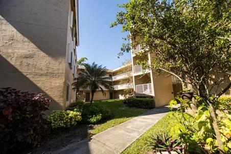 exterior sidewalk of aparment buildings_Westview Gardens Apartments Miami, Florida