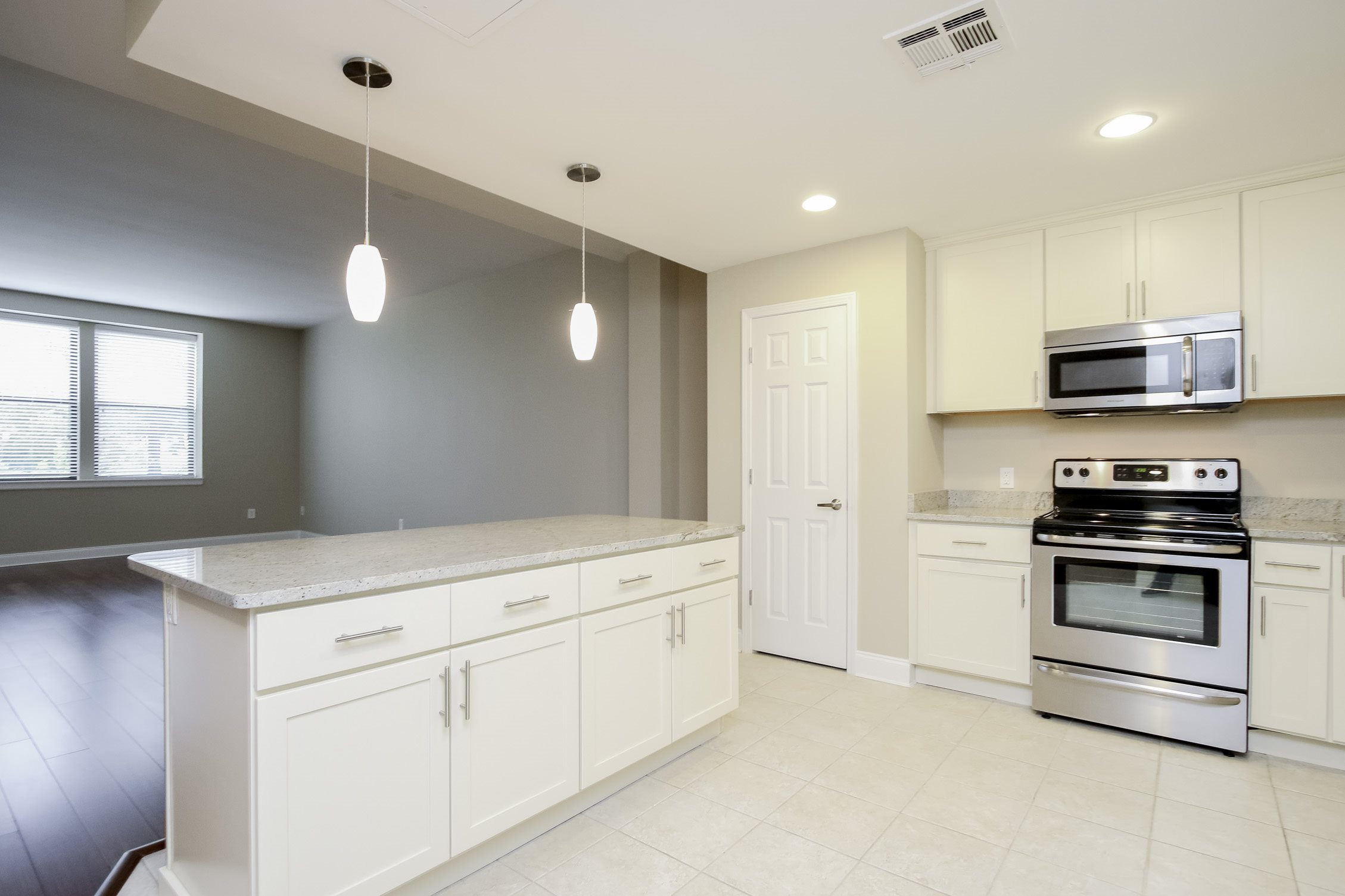 Harbor Hill Apartments in Baltimore, MD | Photo Gallery