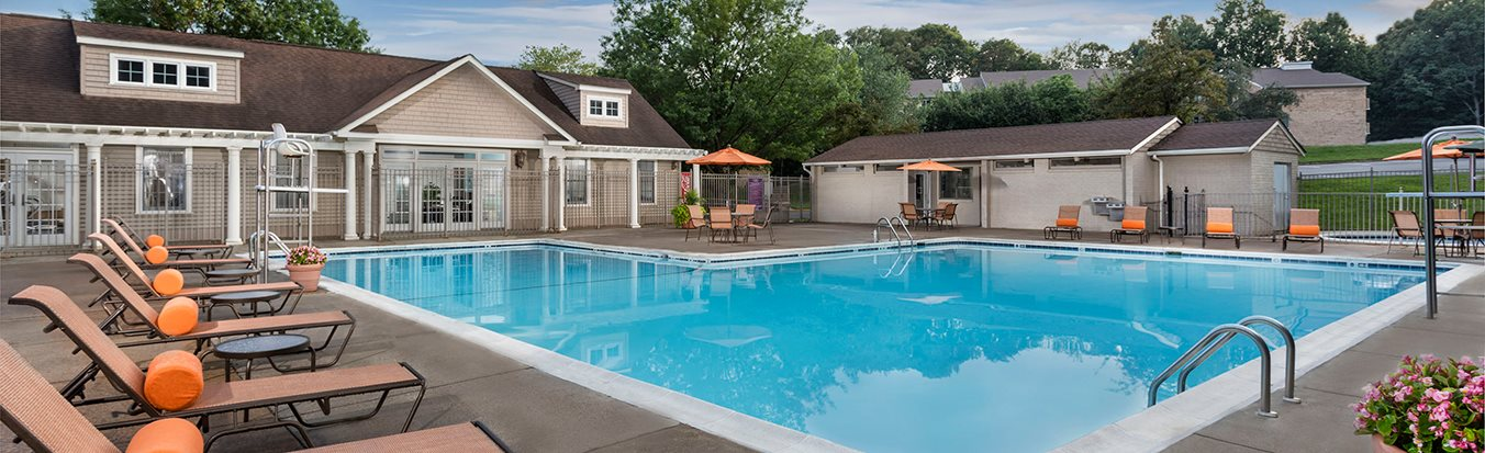 swimming pool and sundeck area at Colvin Woods apartments in Reston VA