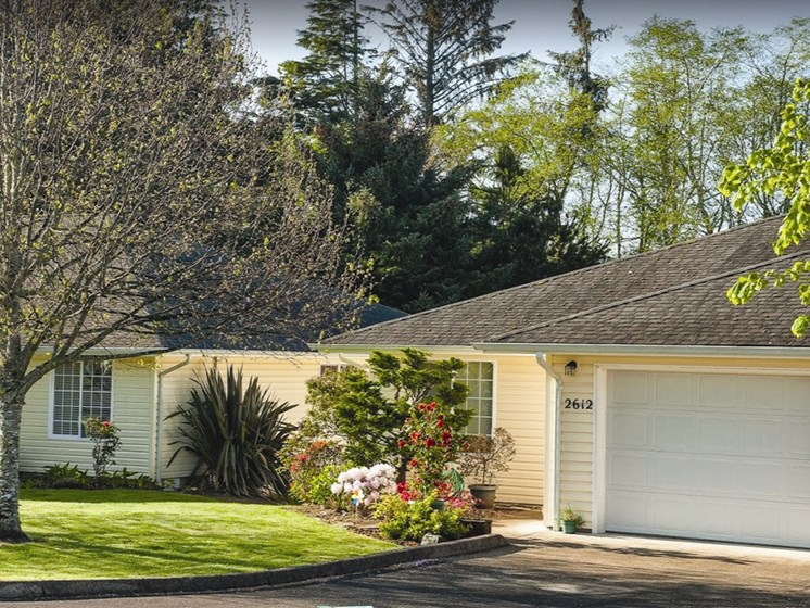 Garages Available at Lakeview Senior Living, Lincoln City, Oregon