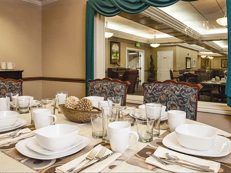 Restaurant Style Dining at Lakeview Senior Living, Oregon