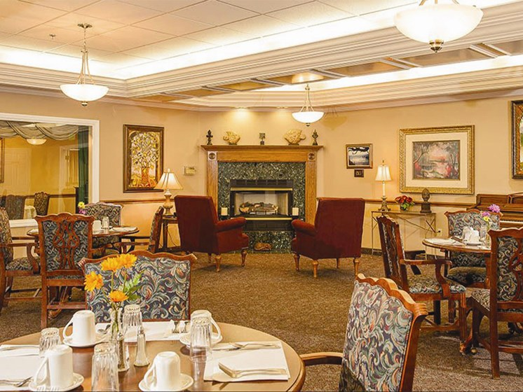 Restaurant Style Dining Room at Lakeview Senior Living, Oregon, 97367