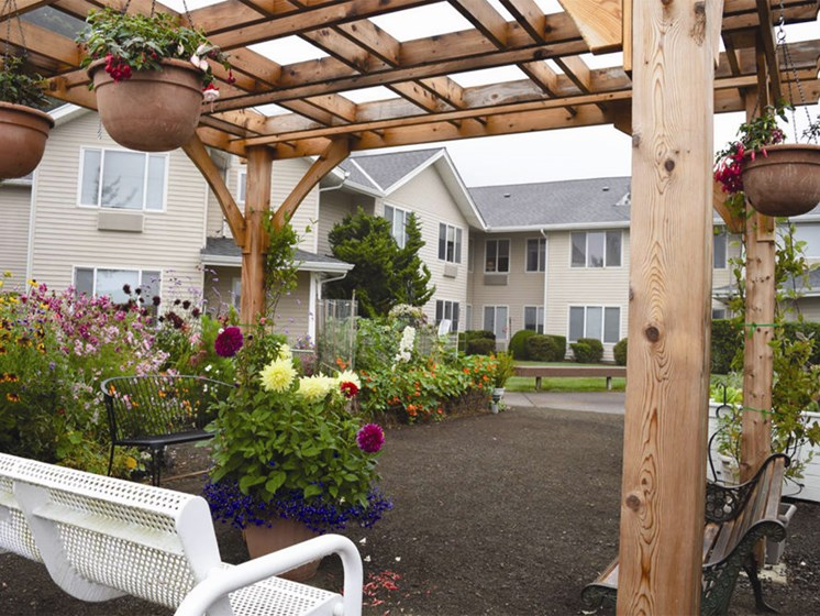 Gardens With Courtyard at Oceanview Senior Living, Oregon