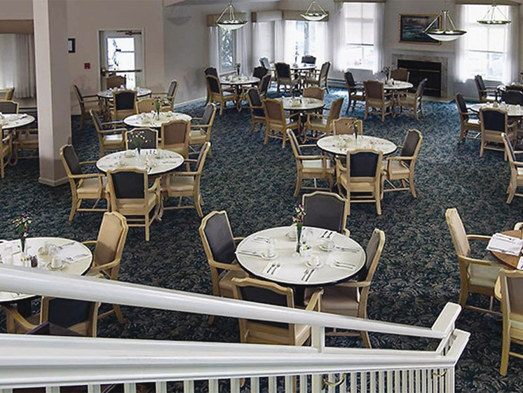 Restaurant Style Dining at Oceanview Senior Living, Newport, OR