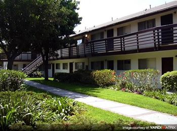 16245 Lakewood Blvd 2-3 Beds Apartment for Rent Photo Gallery 1