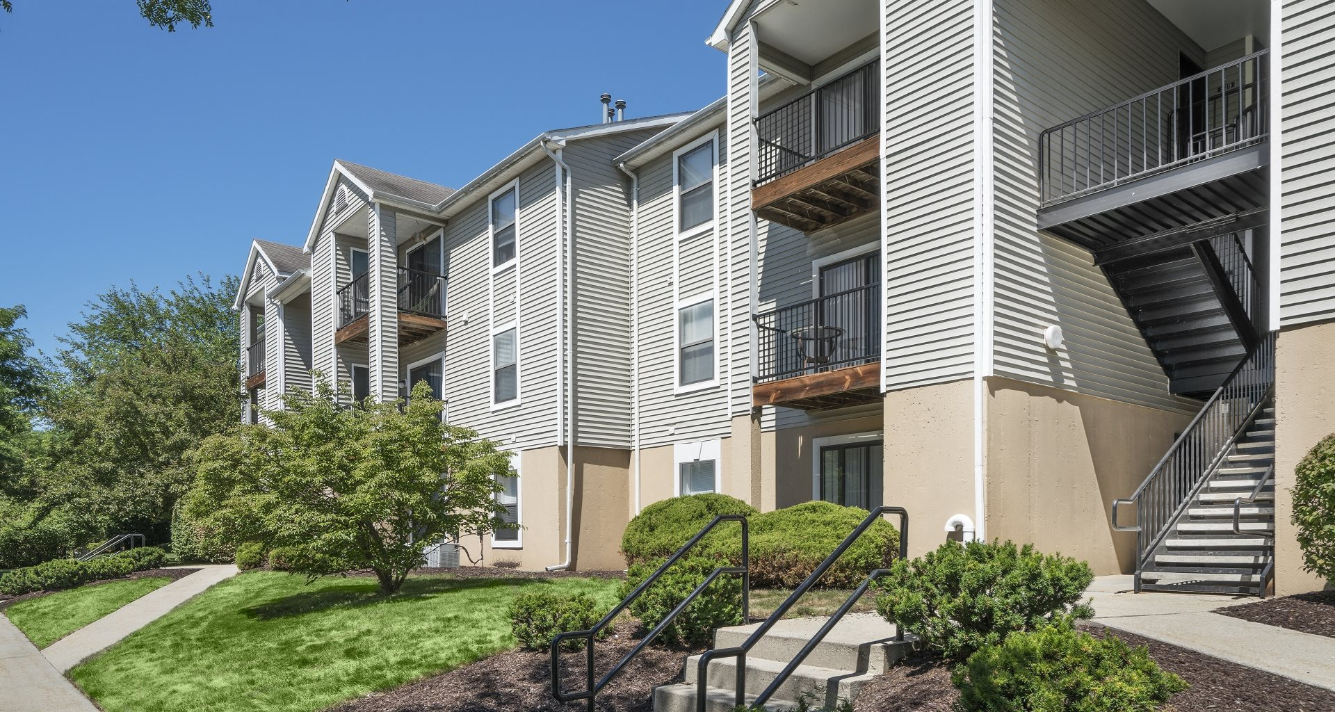 The Pointe At The Foothills Apartments
