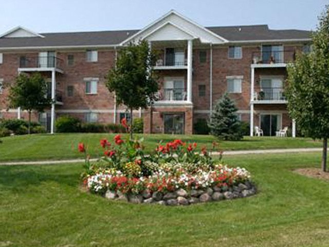 Ridgeview Highlands Apartments & Townhomes,640 Ridgeview Circle,54911,Wisconsin have Lush Green landscaping