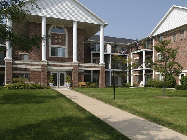 Beautifully Landscaped Grounds at Ridgeview Highlands Apartments & Townhomes,640 Ridgeview Circle,Appleton,54911,Wisconsin