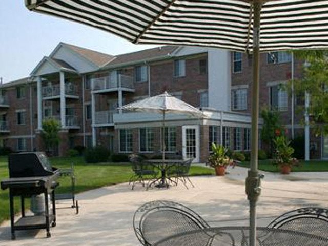 Pool Side Cabanas at Parkway Highlands Apartments & Townhomes 55+,Green Bay