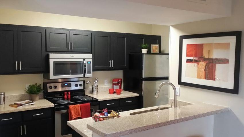 High Ridge Apartment Homes Athens Georgia Kitchen with granite countertops