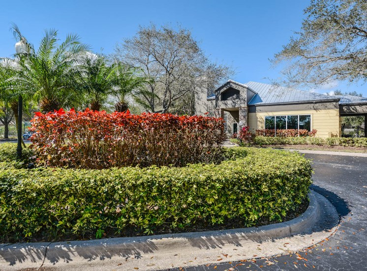 The Savannahs at James Landing Melbourne FL 32935 lushly landscaped entrance