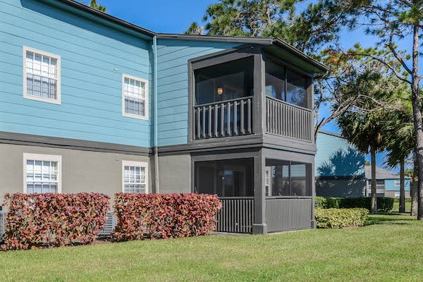The Savannahs at James Landing Melbourne FL 32935 private screened patio or balcony