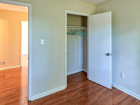 Buckroe Pointe Apartments and Townhomes closet
