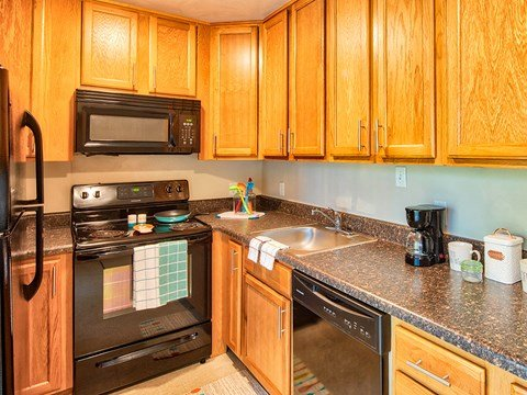 Kitchen at Buckroe Pointe Apartments Townhomes