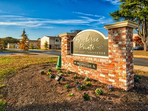 Buckroe Pointe Apartments and Townhomes Sign 2