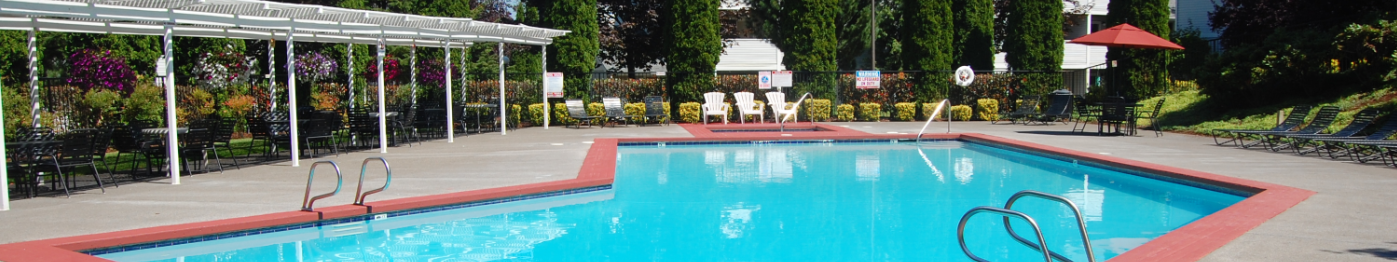Clackamas Trails Apartments Pool & Sundeck