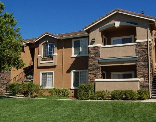 Stoneridge Apartments in Roseville California Building Exterior