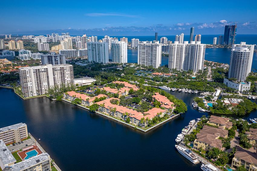 LP Aerial View Lake Side at Lincoln Pointe, Aventura, 33160