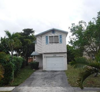 5512 NW 22nd St 4 Beds House for Rent Photo Gallery 1