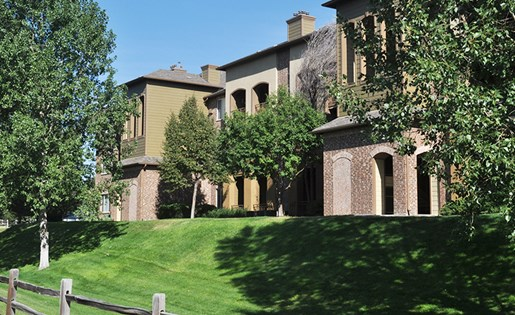 Image of the grounds and exterior of our apartment homes